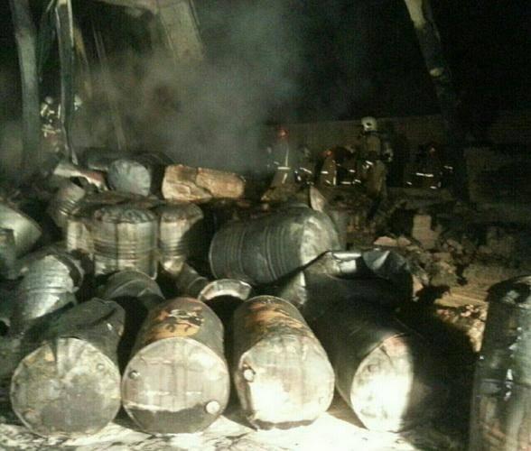 آتش سوزی گسترده انبار مواد نفتی در شورآباد شهر ری مهار شد