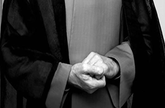 ابراهیم رئیسی کاندید شکست خورده ی انتخابات ریاست جمهوری محمد خاتمی را سه ماه از «حضور در مجالس» محروم کرده، حسن روحانی از این تصمیم گله کرده و دادستان ویژه روحانیت منکر آن شده است