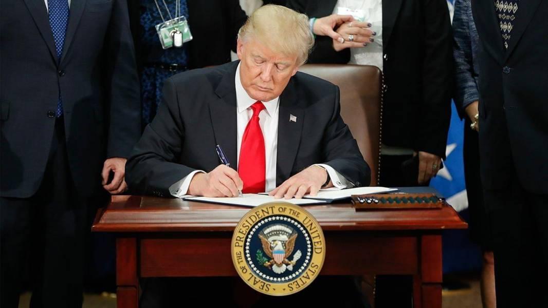 وال استریت ژورنال:ترامپ برخی قوانین بیمه درمانی اوباما را لغو می کند