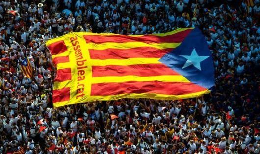 استقلال طلبان در کاتالونیا بعد از جلسه روز سه شنبه پارلمان با عقب نشینی از خواست خود در واقع شکست را پذیرفتند و هرگونه توجیهی برای این عقب نشینی تنها برای کاستن از تبعات این شکست است. آنان حتی حمایت ملی گرایان حامی استقلال را هم از دست خواهند داد و دولت پوجدمون بزودی با بحران عدم مشروعیت و اختلافات درونی مواجهه می شود که احتمال سقوط آن هم قریب الوقوع است