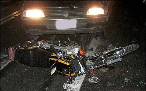 بی احتیاطی راننده کامیون راکب موتورسیکلت را در مسیر زرآباد- چابهار به کام مرگ کشاند