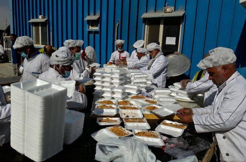 کمیته مشارکت های مردمی ایلام روزانه 110 هزار پرس غذا میان زائران اربعین توزیع می کند