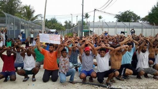 تلاش پلیس پاپوآ گینه نو برای راندن پناهجویان از اردوگاه مانوس