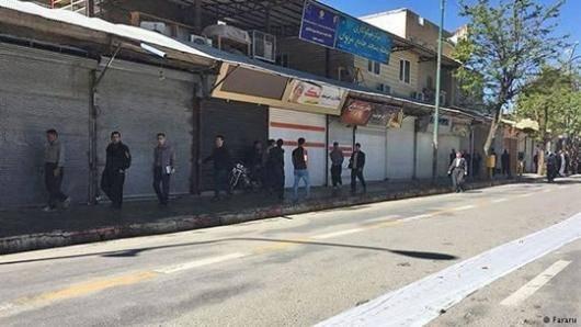 از روز سهشنبه دستکم هفده نفر در شهرهای مختلف از جمله سنندج، مریوان، اشنویه، سردشت و روانسر توسط نیروهای امنیتی بازداشت شده اند. تعدادی از بازداشت شدگان بعد از بازجویی آزاد شدند