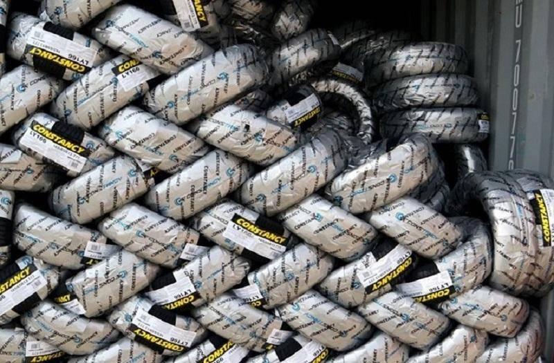 انبار احتکار 110 هزار و 568 حلقه لاستیک در کهریزک کشف شد