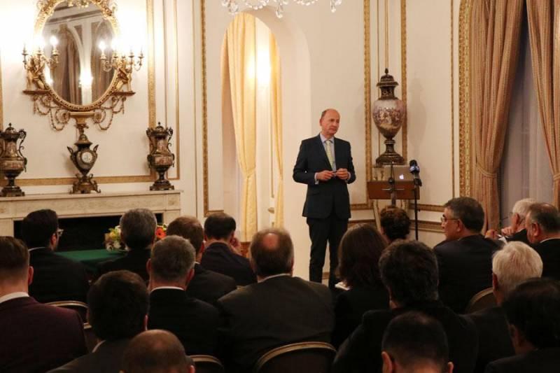 اهمیت بازار ایران در همایش لندن مورد تأکید قرار گرفت