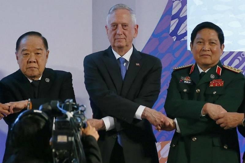 وزیران دفاع آسه بدنبال کاهش تنش ها در دریای جنوبی چین