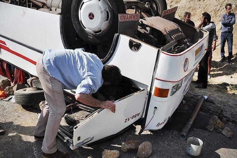 واژگونی اتوبوس در آزادراه زنجان - تبریز 12 مصدوم برجا گذاشت