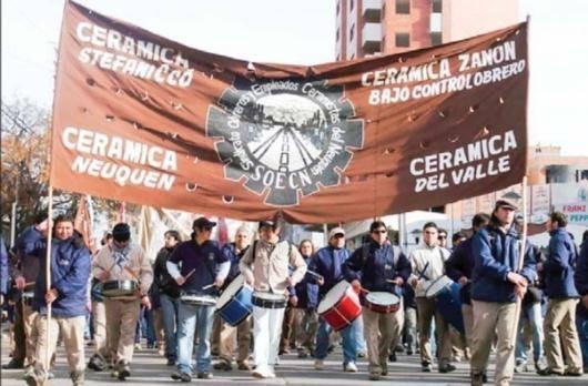 بنگاههای خودگردان کارگری در آرژانتین بذرهایی میکارد تا نسلهای آینده بتوانند منطق سرمایهداری را در هم بشکنند و منطقی شکل دهند که بر اساس آن تولید برای اجتماع انجام میگیرد و نه برای کسب سود، منطقی که بر اساس آن کارگران قدرتمندتر میشوند نه استثمار. زانون بخشی از جنبش تسخیر بنگاههای کسبوکار است، جنبشی که بدیلهای دموکراتیک و خویشفرمایی کارگری را در عمل محقق کرده است.