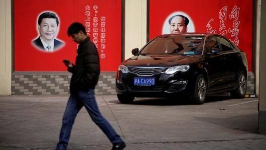 آنچه ما امروزه در چین شاهدیم دقیقاً آمیزهی دو ویژگی در شکل افراطیاش است: یک دولت اقتدارگرای قدرقدرت از یکسو و پویش وحشیانهی سرمایهداری از سوی دیگر. اینک پیوند میان دموکراسی و سرمایهداری گسسته است. بنابراین کاملاً محتمل است که مدل آیندهی ما نوعی «سوسیالیسم سرمایهدارانه«ی چینی باشد ــ که بهطور حتم آن سوسیالیسمی نیست که ما رویایاش را داریم.