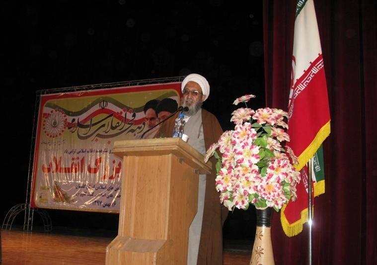 انقلاب اسلامی بدون توجه به کرامت انسانی و عدالت بی معناست