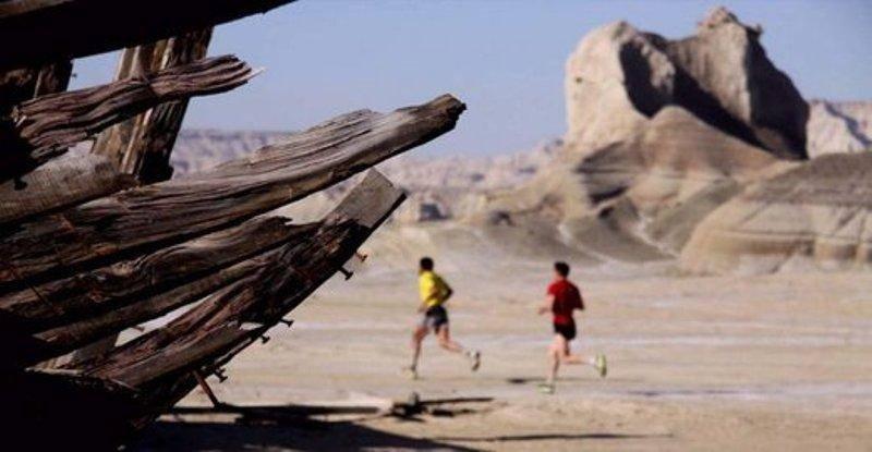یک هزار دونده از سراسر جهان در جزیره کیش رقابت می کنند