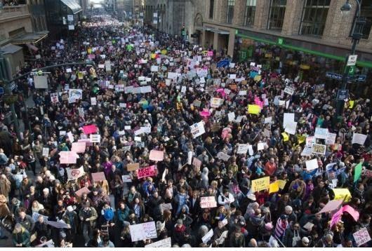 مقاومت همواره در میان زنان وجود داشته است اما جنبشِ فمینیستی تا قبل از سرمایهداری ظهور نکرد؛ زیرا نظامِ سرمایهداری، تناقضی را با خود آورد که تا پیش از این، ناشناخته بود…