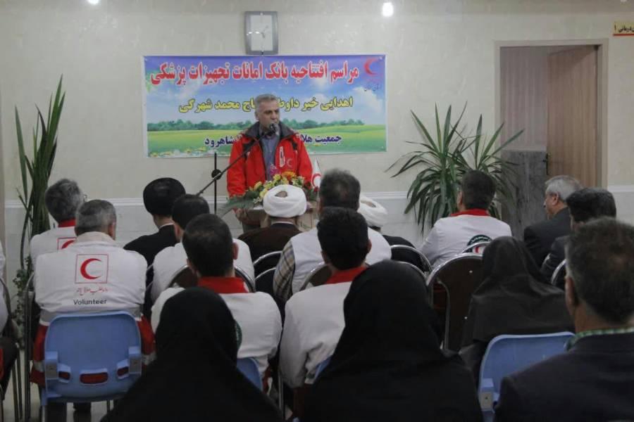 نیکوکار گنبدی تجهیزات پزشکی به بیماران سیستان و بلوچستان اهدا کرد