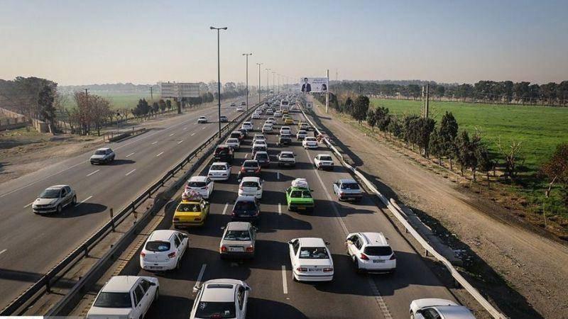 آزاد راه قم-تهران دارای ترافیک نیمه سنگین و روان است