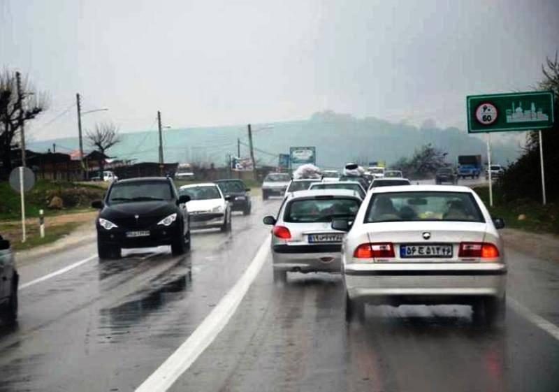 برخی جاده های خراسان رضوی بارانی و لغزنده است
