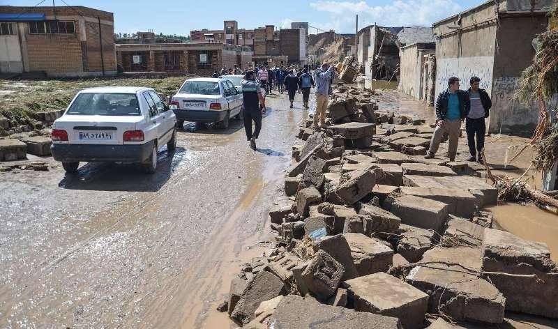 ارتش لایروبی معابر شهر پلدختر را انجام می دهد