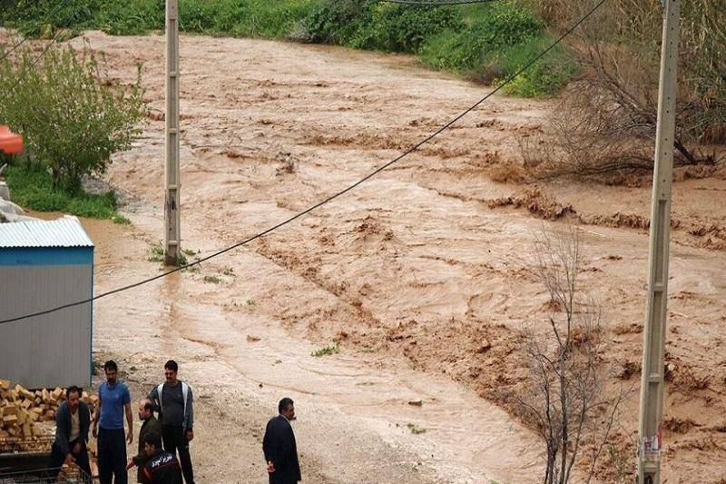عملیات ایمن سازی رودخانه حاجی عرب بویین زهرا ادامه دارد