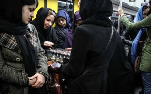 چرا نرخ مشارکت اقتصادی زنان ایرانی، علیرغم سطح بالای تحصیلات و مهارتها،۱۰ درصد از میانگین خاورمیانه پایینتر است و چرا هرچه زنان، تحصیلکردهتر و توانمندتر میشوند، هجومشان به سمت اقتصاد غیررسمی و مشاغلی مانند دستفروشی بیشتر میشود؟!