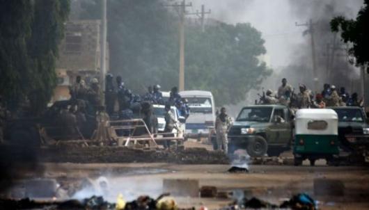ائتلاف مشاغل سودان اعلام کرد که در رود نیل جنازه ۴۰ تن از معترضان که در کشتار دوشنبه گذشته در خارطوم به قتل رسیدهاند کشف شده است. به این ترتیب تعداد کشتهشدگان در این کشتار به ۱۰۰ نفر رسید