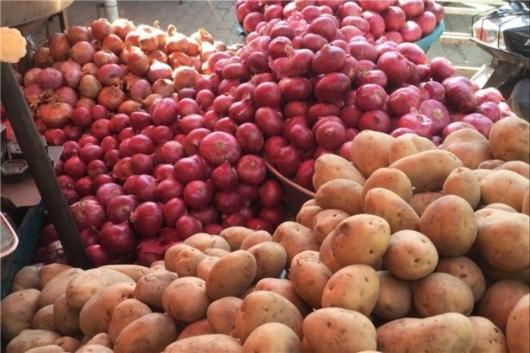 بر اساس جدیدترین داده های مرکز آمار ایران مردم دیگر توان خرید سیب زمینی، پیاز و رب گوجه را هم ندارند. نسبت به سال گذشتهقیمت پیاز ۳۰۶، رب گوجهفرنگی۲۴۷ و سیبزمینی ۲۴۱ درصد گرانتر شدهاند