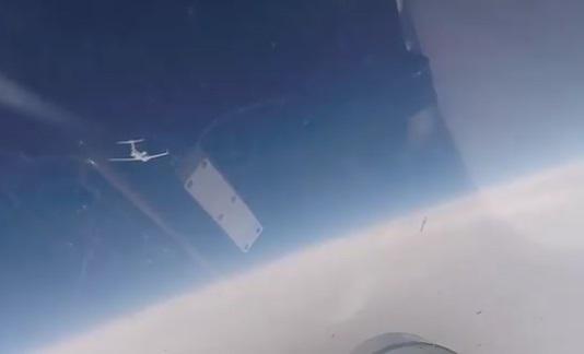 فیلم رهگیری ۲ هواپیمای جاسوسی آمریکایی و سوئدی توسط جنگنده روس